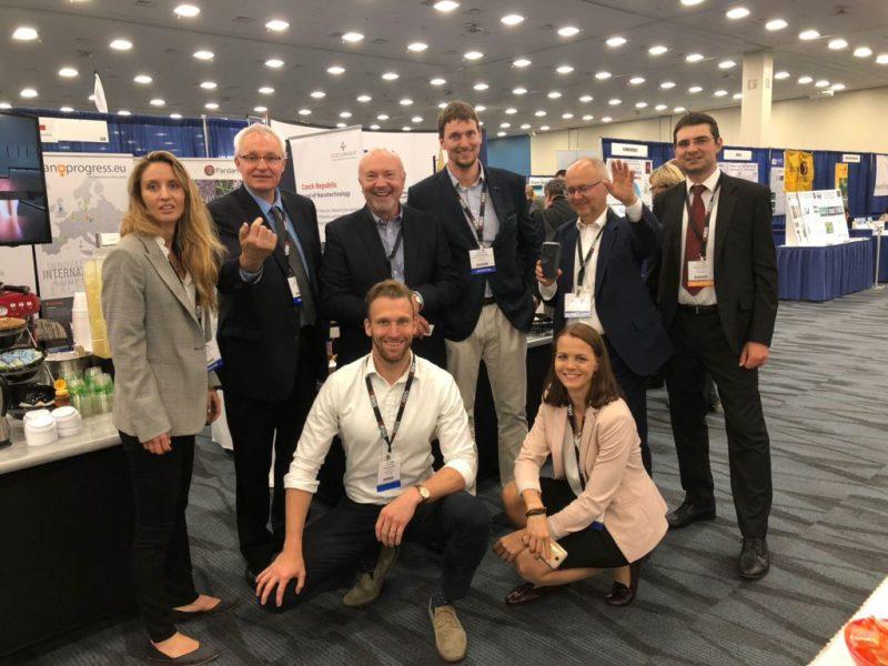 Jan Procházka z FN-NANO a Advanced Materials-JTJ a HE3DA se členy české delegace z ANP ČR na TechConnect